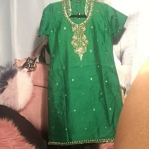 Dresses & Skirts - Tunic green for girl small